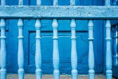 Alte gemalte blaue Stangen Lizenzfreies Stockbild