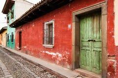 Alte, gemalte Häuser in der Kolonialstadt Stockfotografie