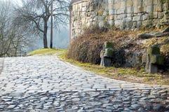 Alte gepflasterte Straße Lizenzfreies Stockfoto