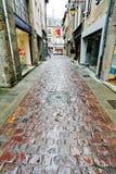 Alte gepflasterte Straße in Dinan Stockfoto