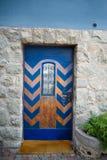 Alte geschlossene blaue Tür Lizenzfreie Stockfotos
