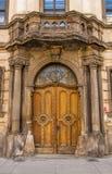 Alte geschlossene hölzerne Tür Lizenzfreie Stockfotos