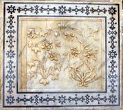 Alte geschnitzte Blume auf Marmor in Amber Fort, Jaipur, Rajasthan Lizenzfreies Stockbild