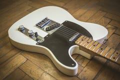 Alte getragene E-Gitarre Lizenzfreie Stockfotos