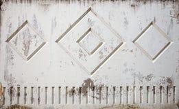 Alte getragene heraus befleckte schäbige raue konkrete graue Zaunwand Lizenzfreie Stockbilder
