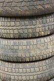 Alte getragene heraus benutzte Reifen Stockfotos