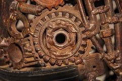 Alte, getragene, raue mechanische Gänge hergestellt vom rostigen Metall Entwurfsminimalismus Eisenzusammensetzung Retro- Art lizenzfreie stockfotos
