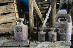 Alte Gewichte für Skalen Stockfoto