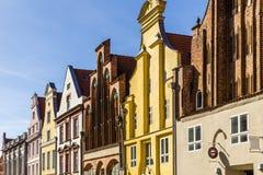 Alte giebelige Häuser Stralsund, Deutschland stockbilder