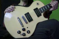 Alte Gitarre Lizenzfreies Stockfoto