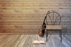 Alte Gitarre, Stuhl und leeres offenes Buch Stockfoto