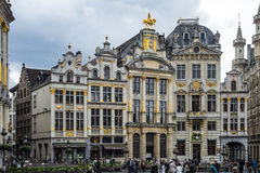 Alte goldene Gebäude bei Grand Place in Brüssel stockbilder