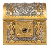 Alte goldene Schatztruhe lokalisiert auf Weiß Lizenzfreie Stockfotografie