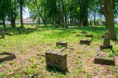 Alte Gräber am größten mennonitischen Kirchhof im Norden von Polen Stockfotografie