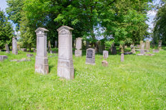 Alte Gräber am größten mennonitischen Kirchhof im Norden von Polen Lizenzfreie Stockfotos