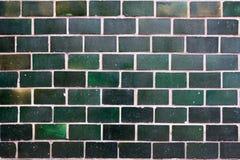 Alte grüne Fliesen auf der Wand als Hintergrund Lizenzfreies Stockfoto