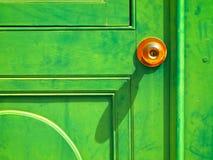 Alte grüne hölzerne Tür Stockfotos
