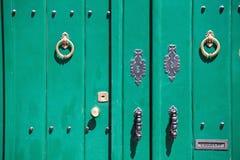 Alte grüne Tür Stockfotografie