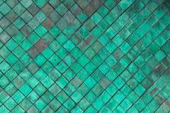 Alte grüne Terrakotta deckt Wand für Beschaffenheit und Hintergrund mit Ziegeln Lizenzfreies Stockfoto
