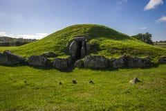 Alte Grabkammer Bryn Cellis Ddu- Stockbild