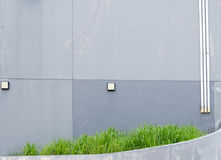 Alte graue Betonmauer blaß und gebrochen Stockfotos