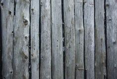 Alte graue gebrochene Bretter, Hintergrund, Beschaffenheit, Tapete, gehämmerte Nägel, die Stiele, verwittert, Retro-, Schmutz, We lizenzfreie stockfotos