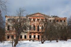 Alte Grebnevo-Villa im Winter Lizenzfreies Stockfoto