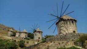 Alte griechische Windmühlen in Kontias, Limnos lizenzfreies stockfoto
