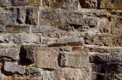 Alte große Backsteinmauer des Schmutzes stockfoto