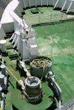Alte große Handkurbel des industriellen Bootes der grünen Plattform Stockfoto