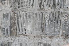 Alte grungy Beschaffenheit, graue Betonmauer Detail des alten hölzernen Fensters Lizenzfreie Stockfotos