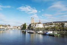 Alte Häuser auf dem Damm in Bern in der Schweiz Lizenzfreie Stockfotos