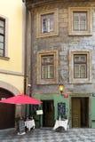 Alte Häuser in der historischen Mitte von Prag Stockfotos