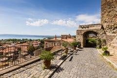 Alte Häuser in der mittelalterlichen Stadt Bolsena, Italien lizenzfreie stockfotografie
