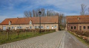 Alte Häuser der Vlierbeek-Abtei nahe Löwen Stockbilder