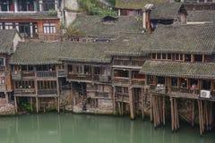 Alte Häuser in Fenghuang-Stadt, China Lizenzfreie Stockfotos