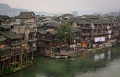 Alte Häuser in Fenghuang-Stadt, China Lizenzfreies Stockbild