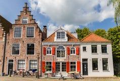 Alte Häuser am Käsemarktplatz im Edamer lizenzfreies stockbild