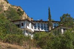 Alte Häuser von den 19. Jahrhundert und Sandpyramiden in der Stadt von Melnik, Bulgarien Stockbilder