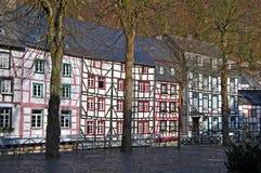 Alte Häuser von Monschau lizenzfreies stockbild