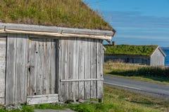 Alte Häuser von Pomor-Handel in Hamningberg in Finnmark, Norwegen lizenzfreies stockfoto