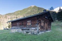 Alte hölzerne Bauholzhütte Stockbild