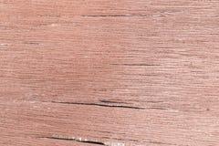 Alte hölzerne Beschaffenheit mit Spalten in der braunen Farbe Stockbilder