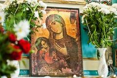 Alte hölzerne Bildikone der Mutter des Gottes Mary und des Kindes Jesus Stockbild
