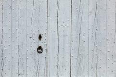 Alte hölzerne blaue Tür in Gordes Provence, Stockfoto