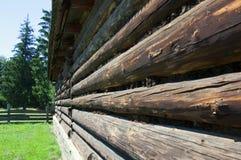 Alte hölzerne Blockhauswand Stockfotos