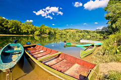 Alte hölzerne Boote auf die Drau-Fluss Lizenzfreies Stockfoto