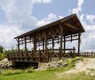 Alte hölzerne Brücke Stockfotos