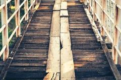 Alte hölzerne Brücke auf Eisenbahn Lizenzfreies Stockfoto