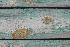 Alte hölzerne Bretter mit Sprüngen und Schale malen, abgebrochene Farbe, Türkisbeschaffenheit, Hintergrund Lizenzfreie Stockfotografie